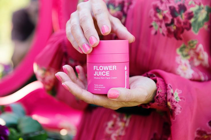 This vibrant pink jar is bursting with goodness and high performing plant based ingredients. We've boosted the Flower Juice experience by formulating a 100% natural and vegan friendly cream that will provide a much richer feel for the skin. Here at Skin Juice we've harnessed the finest organic, natural and supercharged goodness for the softest, dewiest and youthful glow.   This new formulation has been enhanced to include essential fatty acid rich Watermelon Seed oil and Fucogel to deeply…