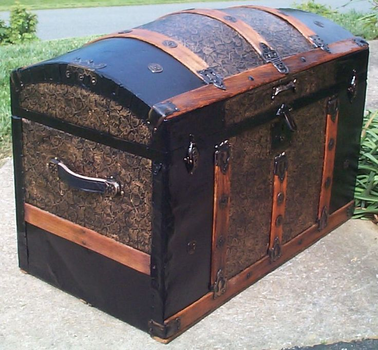 Restored Victorian Dome Top Humpback Antique Trunk For