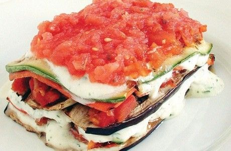 Light Veggie Lasagna by panelinha.ig: Made of tomatoes, carrot, zucchini, and eggplant. 203 calories/serving. #Lasagna #Veggie #Light