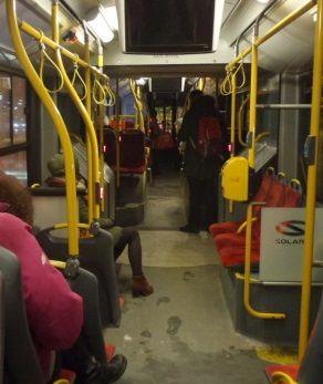 W autobusie jak w noclegowni? Burzliwa dyskusja o bezdomnych. http://tvnwarszawa.tvn24.pl/informacje,news,w-autobusie-jak-w-noclegowni-burzliwa-dyskusja-o-bezdomnych,191766.html