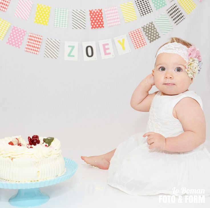 My girl. #tårta #ettåring #kalas #banner #littlephant #hårband #cakesmash #cake #girl #photographer http://loemmaboman.wix.com/lobodesign