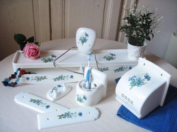 Accessoires de salle de bain Syla / Bleuets Myosotis / Tablette, Porte-serviette, Crochet, Porte-papier WC, Protège-porte / Vintage français