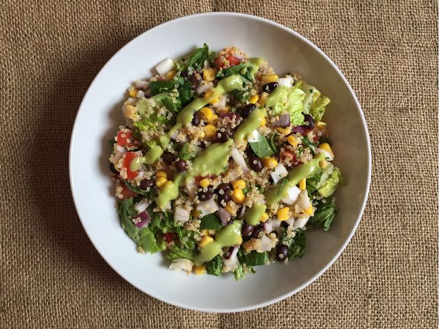 Inglourious Bananas: Mexican Quinoa Salad with Corn, Black Beans, Tomato, Lettuce and Avocado // Insalata di quinoa alla messicana con mais, fagioli neri, pomodoro, lattuga e avocado
