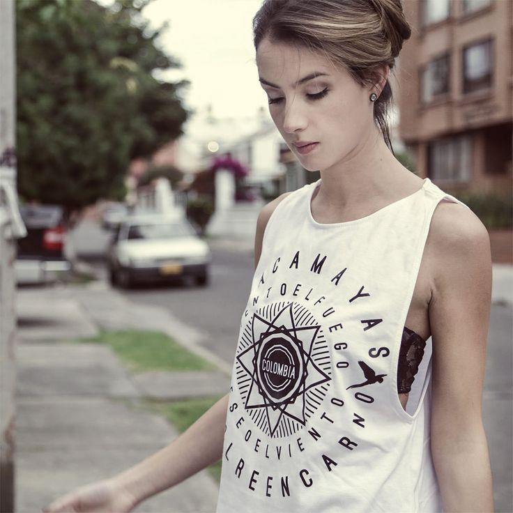 """Diseño: Guacamayas """"Colombia en manos del arte y el diseño"""" """"El arte de llevar a Colombia en el corazón"""" Camisetas de colección"""