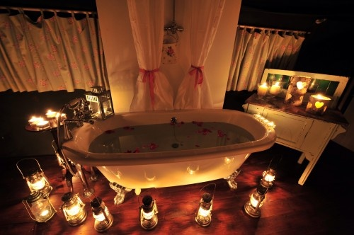 A bath no-one could resist... this weeks Spin the Bottle: a break with Dandelion Hideaway (including that bath!)