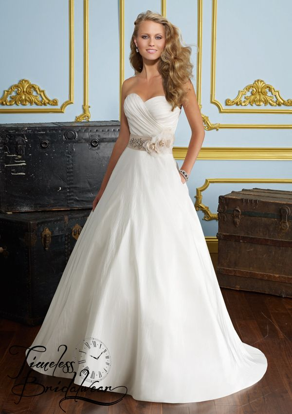 Mori Lee 6276 Size 10 & Under. Very elegant strapless gown. Reduced to €800