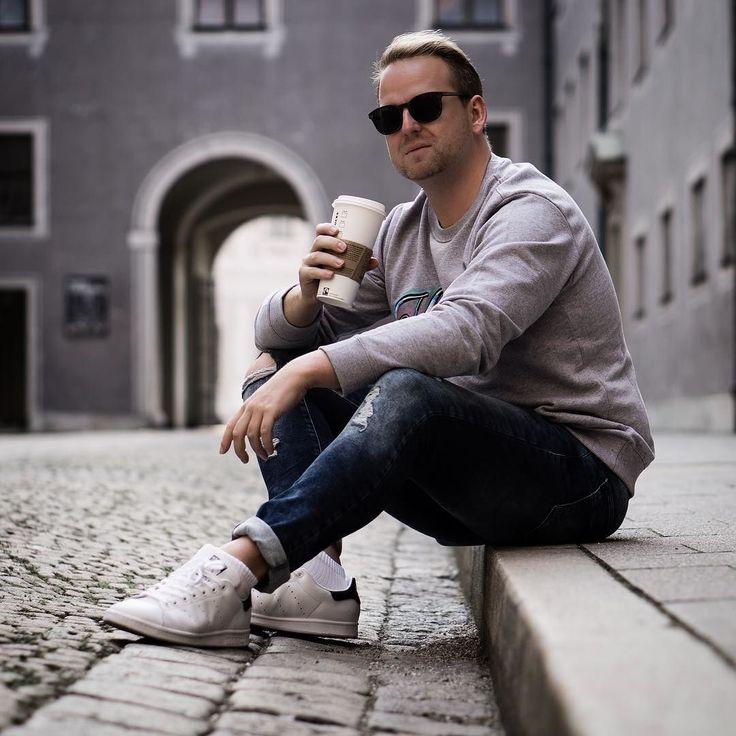 Lets get things done today! But first coffee  Für mich geht es heute auf ein paar Pressdays bzw. heute Abend dann noch auf eine kleines Pressdayevent. Ich nehme euch natürlich wieder in den Stories mit.  . . . . #pressday #ss18 #event #fashion #fashionaddict #fashionblog #love #bloggerstyle #mnswr #dapper #fashiondaily #mensfashion #instastyle  #blogger_de #089 #munichblogger  #hamburg #stuttgart #nyc #london #berlin #köln #frankfurt #paris #nürnberg #düsseldorf