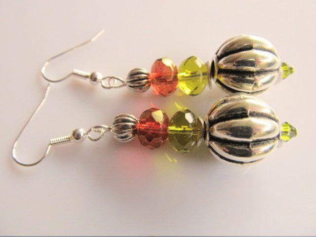 Oorbellen Glass Melon meloen kralen met glasrondellen facet in bruin en olijfgroen en swarovski kristal. geheel verzilverd