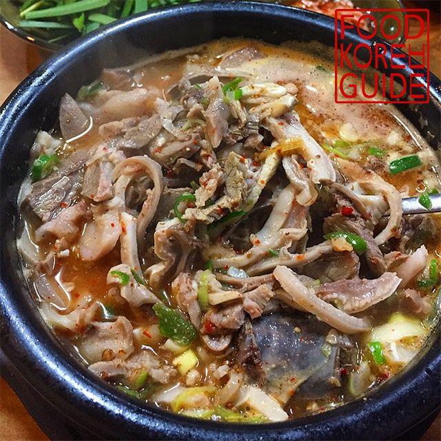 Spicy Sundae Rice Soup (얼큰국밥) from Baekam Bagkane Sundaeguk (백암 박가네 순대국) in Seoul. More information in the No.1 food guide in Korea, Food Korea Guide.