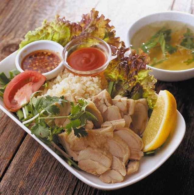 チョップスティックス 高円寺本店 (高円寺/ベトナム料理)★★★☆☆3.52 ■日本初の生麺フォーを開発したお店です。美味しいフォーの他、様々なベトナム屋台料理がリーズナブルな価格で楽しめます。ベトナムのお酒も充実! ■予算(夜):¥2,000~¥2,999
