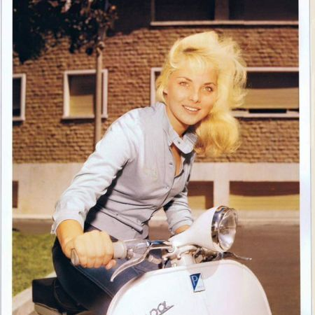 Scooter Girl Vespas 67