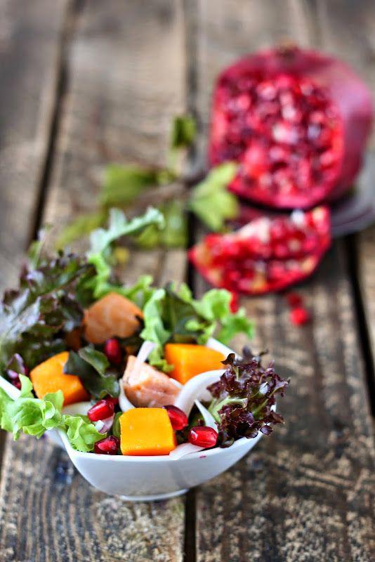 Сладкий мир - Салат хаса,лосось,манго,гранат в кисло сладком соусе