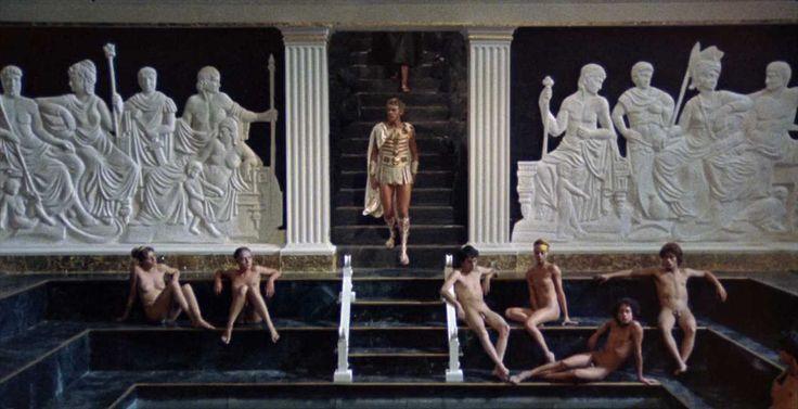 Agosto tórrido, CALÍGULA: Tinto Brass no pierde detalle de lo bien que lo pasaban en Roma