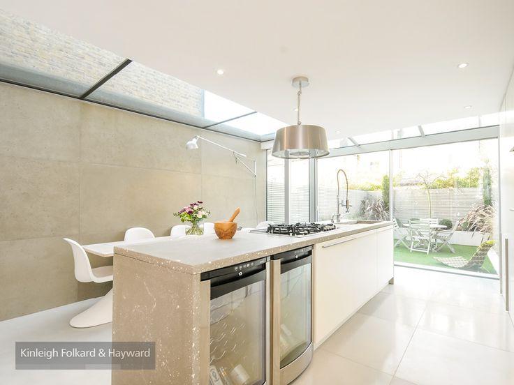 #white #kitchen #garden #kitchenisland #pestlemortar  #skylight #glass #kfh