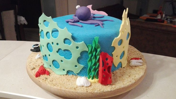 Tort z nurkiem, ośmiornicą i elementami rafy koralowej/ Cake with diver, octopus and elements of coral reef