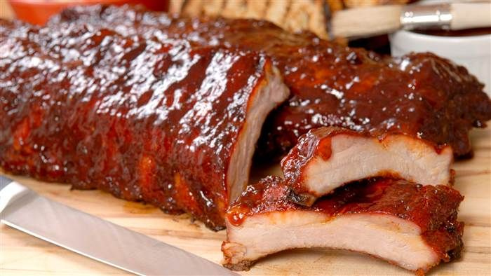 Make tender pork ribs with 2 sauces full of sweet, spicy and savory flavors