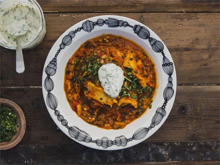 Punainen kalapata | Sahramissa on taikaa. Kun sen yhdistää kalansaaliin ja tomaattien kanssa, kesän suosikkiruoka on valmis. Tätä haluavat kaikki maistaa.