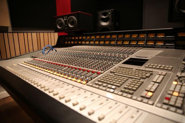 les 25 meilleures id es de la cat gorie studio d 39 enregistrement sur pinterest studios d. Black Bedroom Furniture Sets. Home Design Ideas