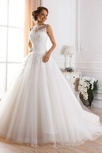 Платье с пышной юбкой и закрытым верхом
