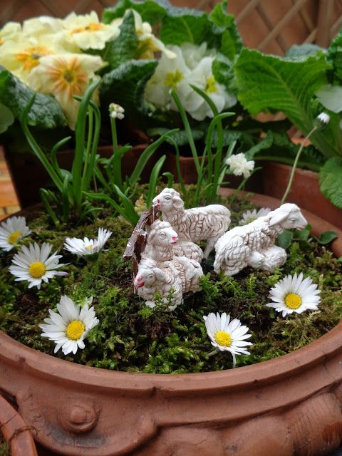Garden decor - Easter - https://lefotodiluisella.blogspot.it/2017/04/pasqua-in-giardino.html