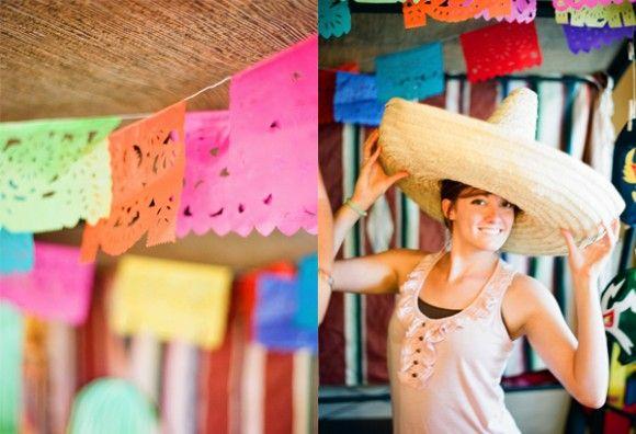 No se te olvide que un elemento basico de decoración de una fiesta mexicana, es el papel picado.