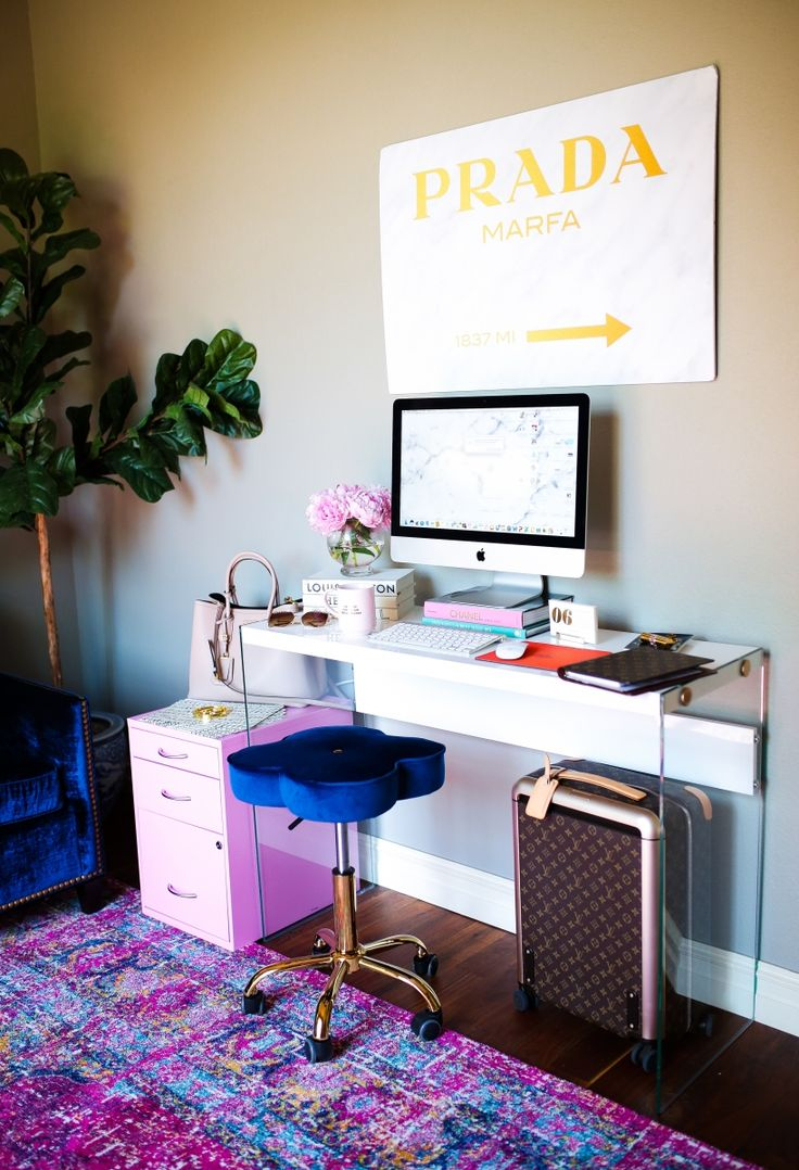 5 Easy Ways To Re-Vamp A Fashionista's Desk