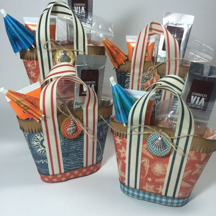 How to Make Mini Beach Tote Treat Holders. Cute. For that summer BBQ I'll have one day