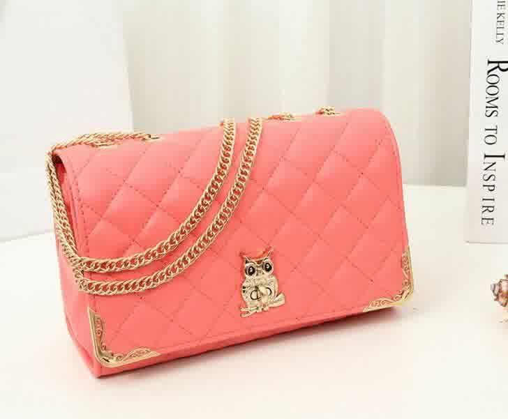20430 Pink Tinggi : 17 cm Lebar : 26 cm Tebal : 9 cm Cara Buka : Lock Tali Panjang : Ada Bahan : PU 700 gram 160.000 #fashion #bag #tas