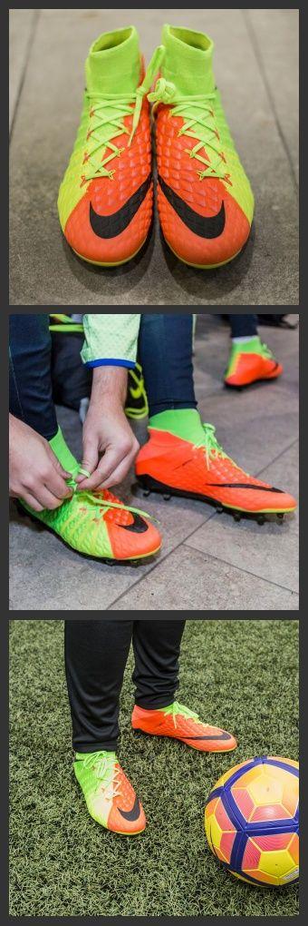 Studiata per l'attaccante più audace, la scarpa da calcio NIKE Nike Hypervenom Phantom III FG per terreni morbidi Nike Hypervenom Phantom 3 DF SG-PRO AC - Uomo è pensata per incrementare la velocità del tiro e assicurare cambi di direzione rapidi sui campi umidi e fangosi.