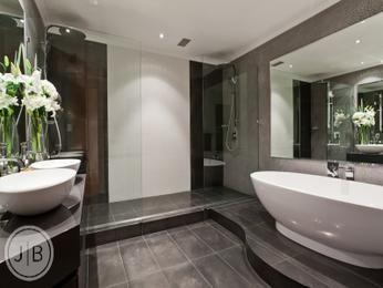Modern bathroom design with freestanding bath using ceramic - Bathroom Photo 526513
