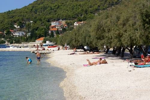 Apartment Seget Vranjica 8507a Seget Donji Set in Seget Vranjica, this air-conditioned apartment features a balcony with sea views. The property is 21 km from Split and free private parking is provided. Free WiFi is offered throughout the property.