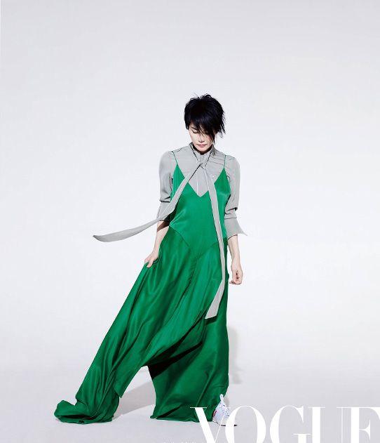 Chinese singer Faye Wong http://www.chinaentertainmentnews.com/2016/12/chinese-singer-faye-wong-poses-for.html