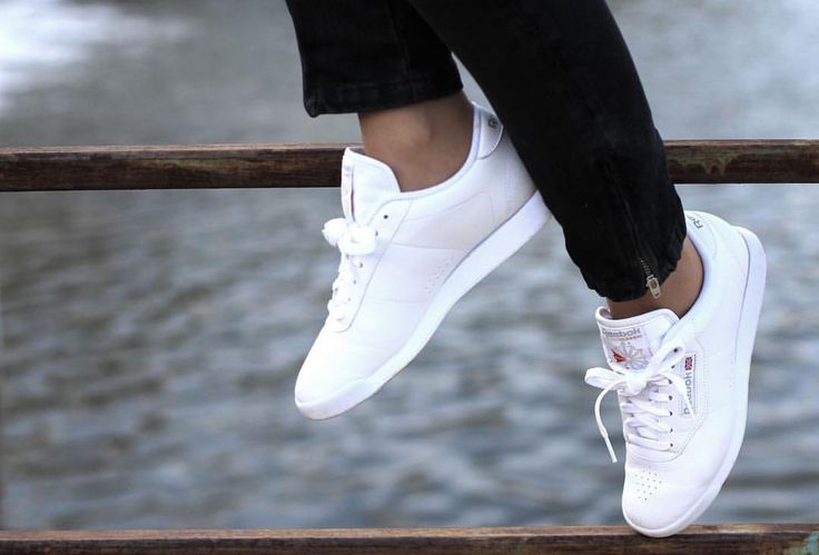 White sneakers / street style / shoes