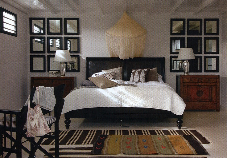 Colonial Style in black & white.I love the idea with the little mirrors on the wall..