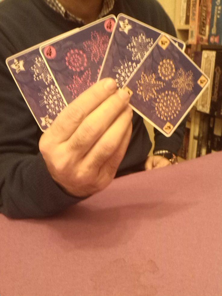 Hannabi (NOV 2013) Las cartas se cogen al revés por lo que ves todas menos las tuyas!