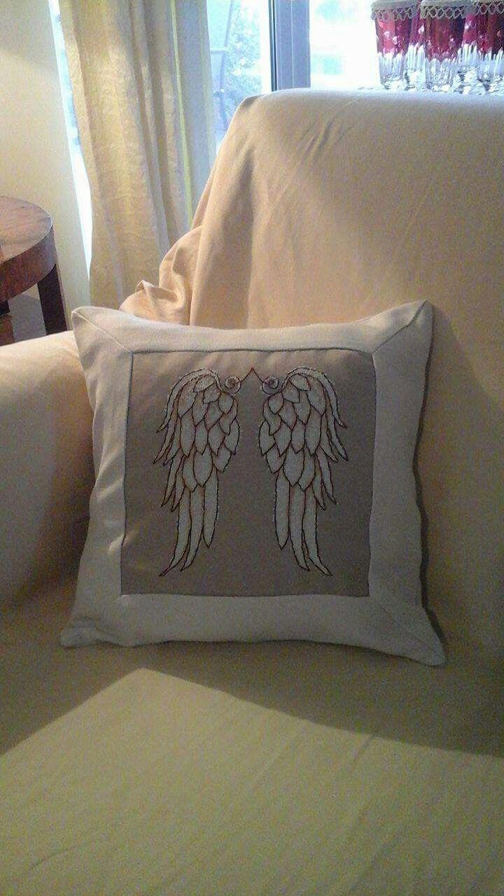 Το φετινό μου μαξιλαράκι για τις γιορτές τα φτερά του άγγελου της φάτνης!