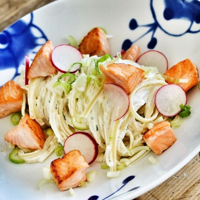 I utgangspunktet så er pastaretter ofte forbundet med høst og vinter her hjemme på gutterommet. Hovedgrunnen er nok at pasta går så perfekt sammen med varme og hotte krydder, sopp, kjøtt og gode oster