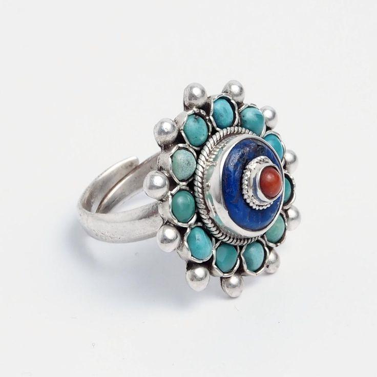 Inel mandala Langtang, argint, turcoaz tibetan, lapis lazuli și coral, Nepal  #metaphora #silverjewelry #silverjewellery #nepal #rings   #turquoise #lapislazuli #coral #mandala