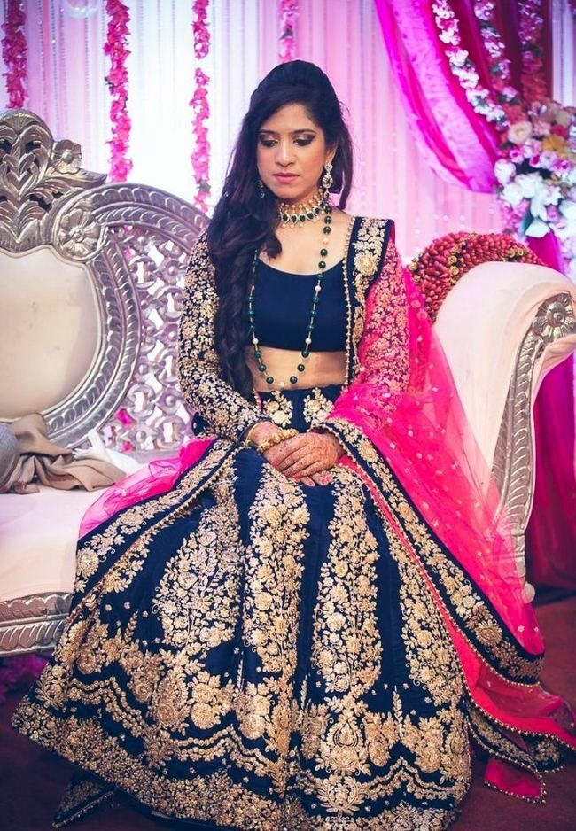 Open Party Hairstyles For Long Hair With Lehenga Pictures Indian Bridal Dress Bridal Outfits Wedding Dress Illustrations
