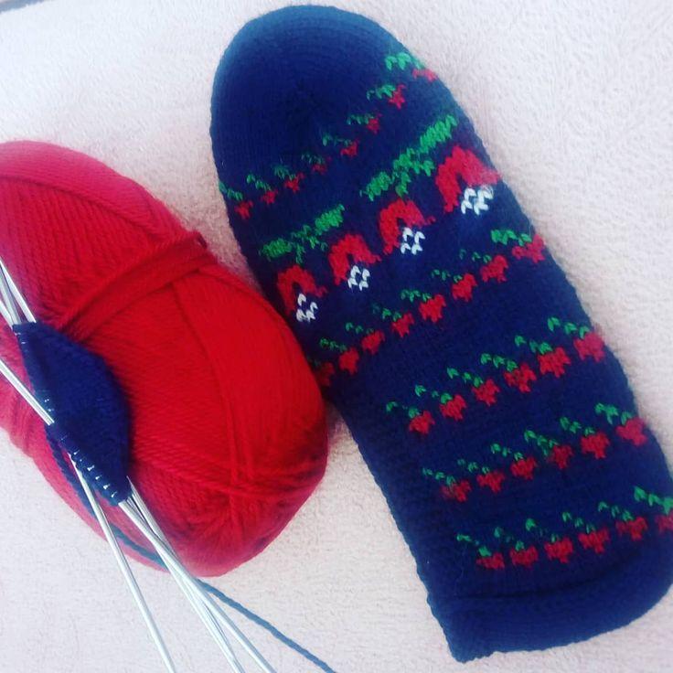 """130 Likes, 1 Comments - @orgucumm__ on Instagram: """"Bugün de böyle olsun😄#beşşiş #patikmodelleri #elemeği #goznuru #çeyiz #çeyizlik #crochetlove…"""""""