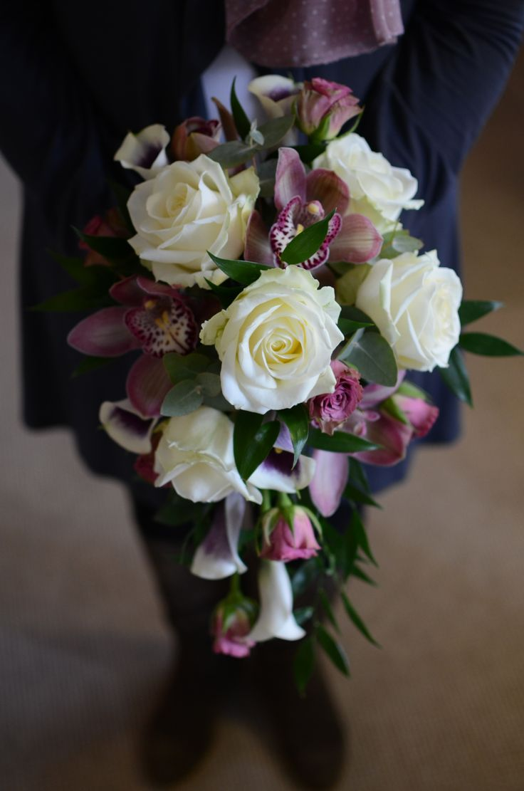 The petite teardrop bouquet
