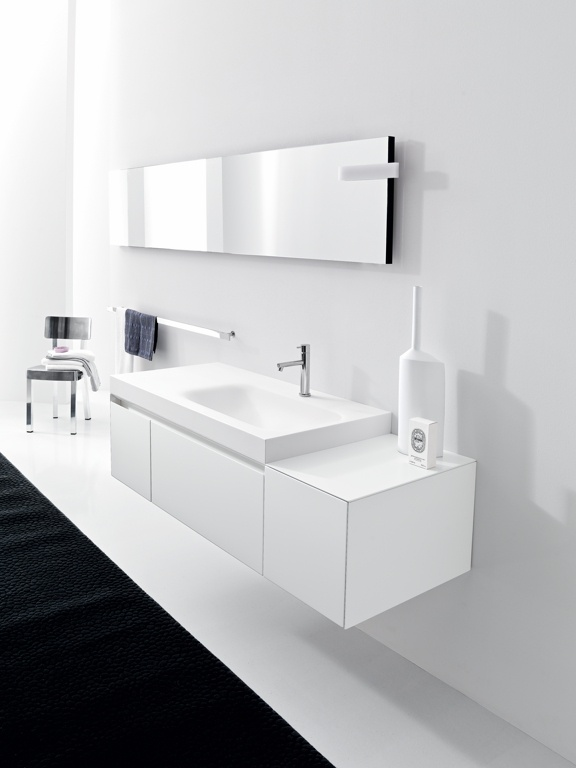 BLOCK 01 - Lacquered L41 Bianco matt. Countertop lacquered L41 Bianco matt. Integrated Corian washbasin.   www.milldue.com