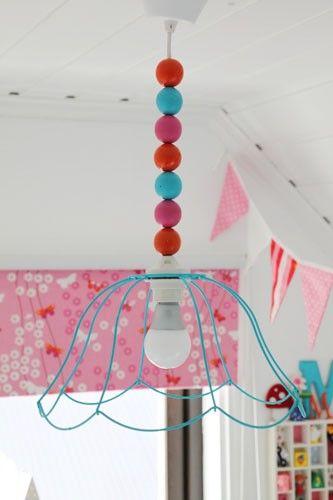 Persiljas Hus svarar vad man kan göra med ett lampskelett. Ta en titt på hennes blogg.