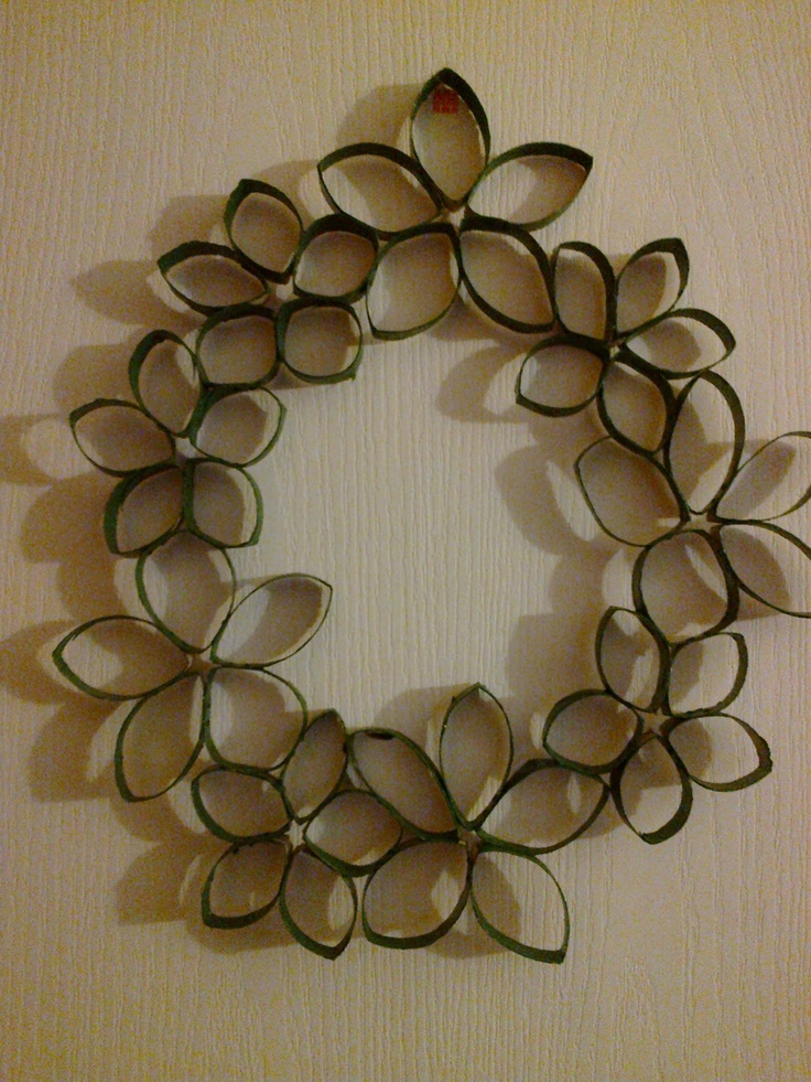 Star Wall art Wreath Toilet Paper Roll Art.....instructions are not in English, but this would be super easy and cute!