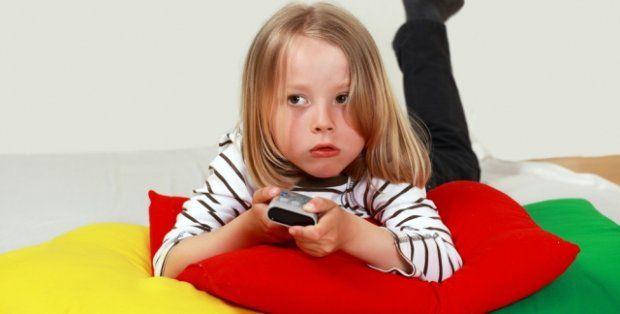 95,1% polskich dzieci ogląda telewizję każdego dnia, z czego 60,5% robi to przynajmniej przez kilka godzin dziennie