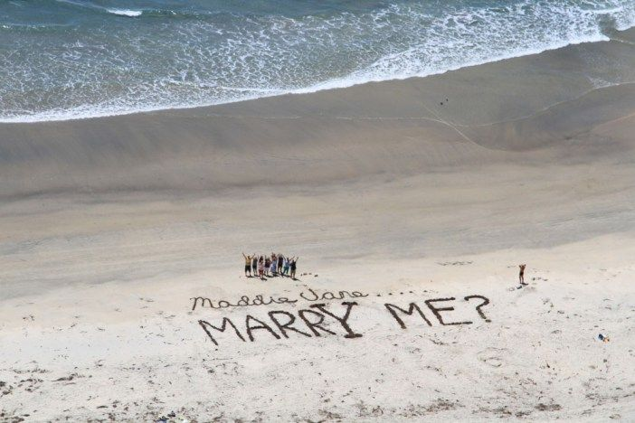 This is pretty much the cutest way ever to propose on a beach.