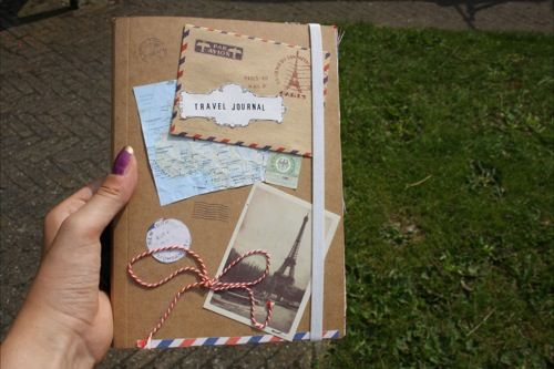 DIY: make your personal travel journal! [ From: http://www.girlscene.nl/p/1680/diy_travel_journal ]