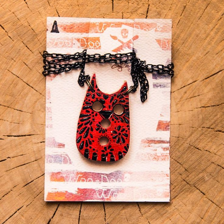 Red Velvet Owl // Rudá sova via WooDoo -- wooden accessories. Click on the image to see more!
