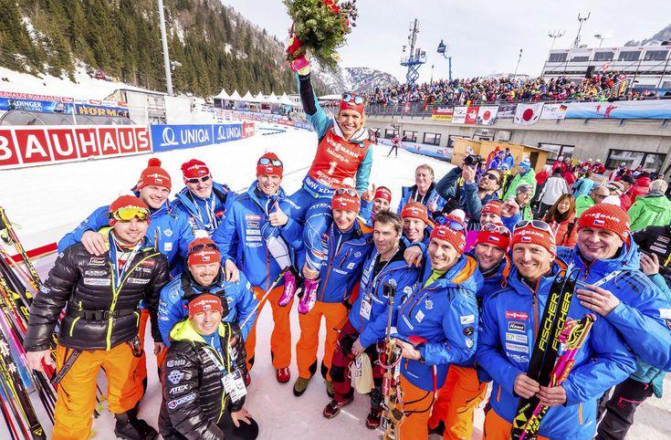 Český tým s bronzovou hrdinkou Gabrielou Koukalovou po stíhacím závodě