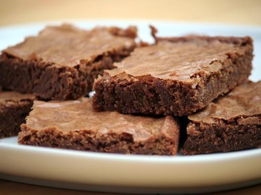 Moelleux au chocolat sans oeufs, sans gluten, sans lait de vache : Recette de Moelleux au chocolat sans oeufs, sans gluten, sans lait de vache - Marmiton